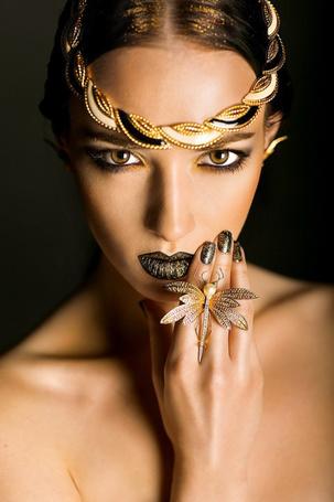 Фото Девушка в оригинальных украшениях, модель Светлана Ряховских