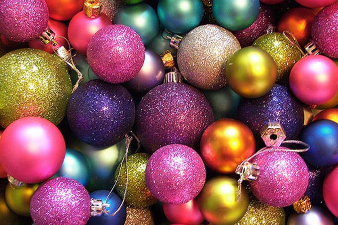 Разноцветные новогодние шарики