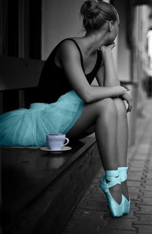 eroticheskie-foto-balerin-na-puantah-zrelaya-zhenshina-ssit-na-ulitse