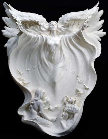 Фото Девушка - ангел на черном фоне, скульптор GAYLORD HO