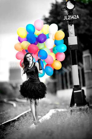 Фото Девушка с шариками стоит возле заброшенного железнодорожного знака, by Widjita Raya Mulyadi