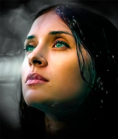 Фото Зеленоглазая девушка с мокрыми лицом и волосами