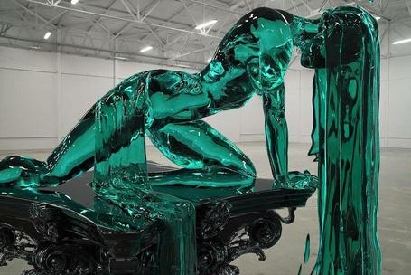 Фото Скульптура девушки с длинными волосами из зеленого стекла, by Alexandra Reeves