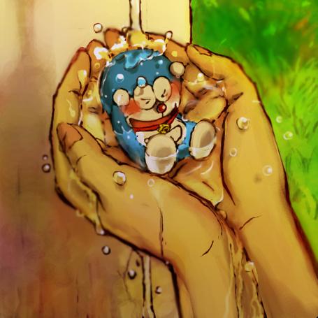 Фото Дораэмон / Doraemon из аниме Дораэмон-1979 / Doraemon (1979) в руках