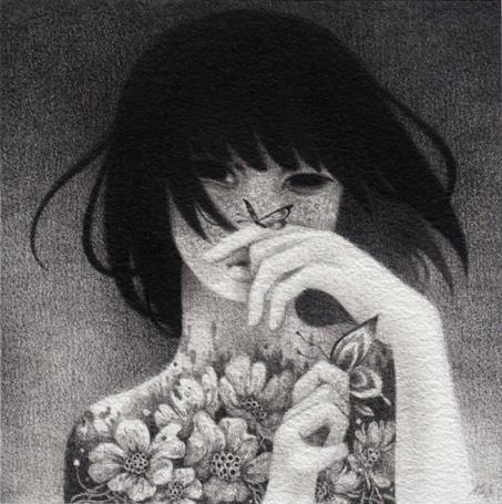 Фото Девушка в цветах, на руках у которой бабочки, by May Ann Licudine