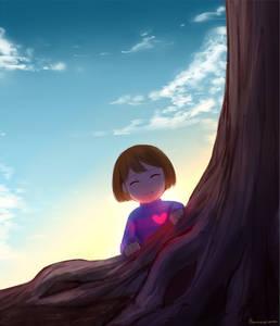 Фото Улыбающаяся девочка сидит у дерева, by Hame Sesame