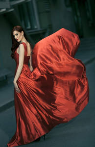 Фото Девушка в развевающемся красном платье, фотограф Юрий Журавов
