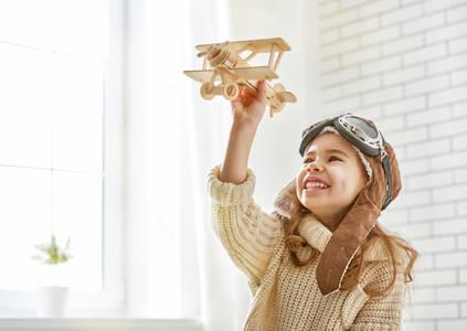 Фото Радостная девочка с самолетиком в руке, by Konstantin Yuganov -Choreograph