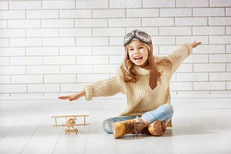 Фото Радостная девочка с самолетиком, by Konstantin Yuganov-Choreograph