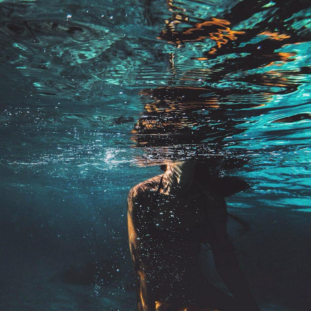 Фото Девушка плавает под водой: http://photo.99px.ru/photos/231354