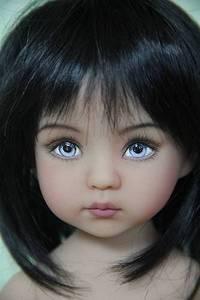 Фото Очень красивая и милая голубоглазая девочка кукла