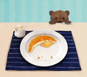 Фото Медвежонок с вилкой в лапе собирается завтракать