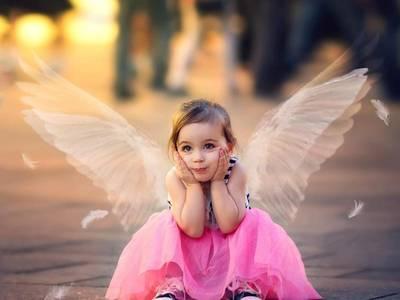 Фото Девочка с крылышками