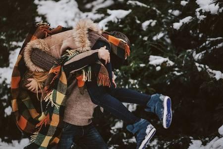 Фото Февральские задорные игры влюбленной парочки