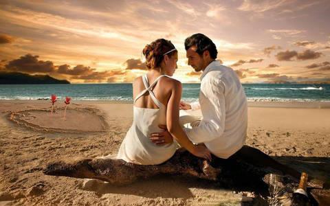 Фото Влюбленные встречают рассвет на берегу моря в День святого Валентина