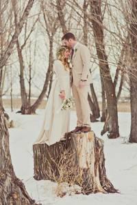Фото Влюбленные в зимнем лесу