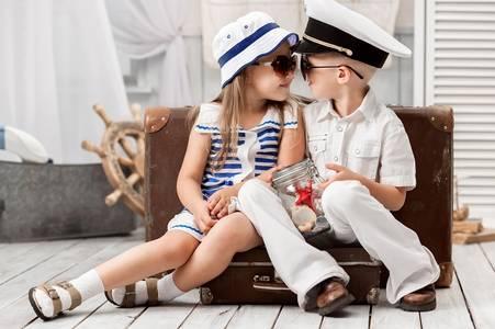 Фото Мальчик с девочкой в морской униформе