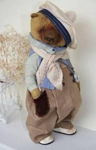 Фото Смешной игрушечный мишка в одежде