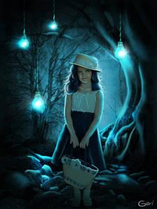 Фото Девочка в лесу с корзинкой в руке на фоне лампочек / by GORI89/