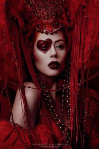 Фото Гламурная девушка в красном наряде с макияжем в форме сердечка и с бусами на шее / by Ophelia-Overdose/
