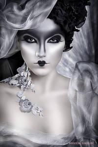 Фото Гламурная девушка в шляпке на сером фоне с губами в форме сердечка / by AnitaMdz/