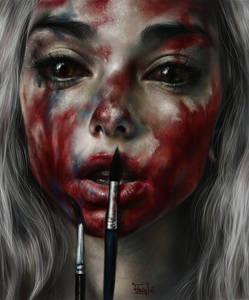 Фото Белокурая девушка обмазала себя красной краской по лицу / by ElenaSai