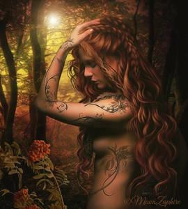 Фото Девушка с длинными волосами в лесу на фоне деревьев с тату / by MoonZaphire