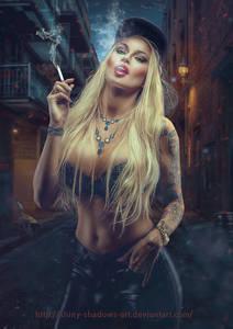 Фото Гламурная девушка с сигаретой в руках с тату на руке и украшением на шее / by shiny-shadows-Art/