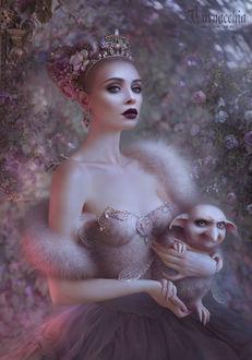 Фото Гламурная девушка с короной на голове среди цветов / by cornacchia-art/