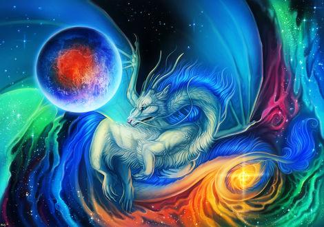 Фото Белый дракон среди разноцветного свечения в космосе