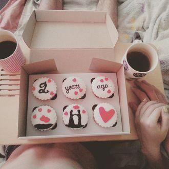 Фото Печенье в коробке и кофе