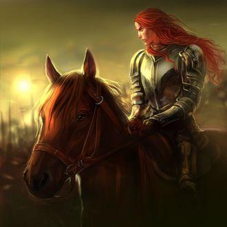 Фото Рыжеволосый рыцарь на поле битвы, в сияющих доспехах верхом на коне