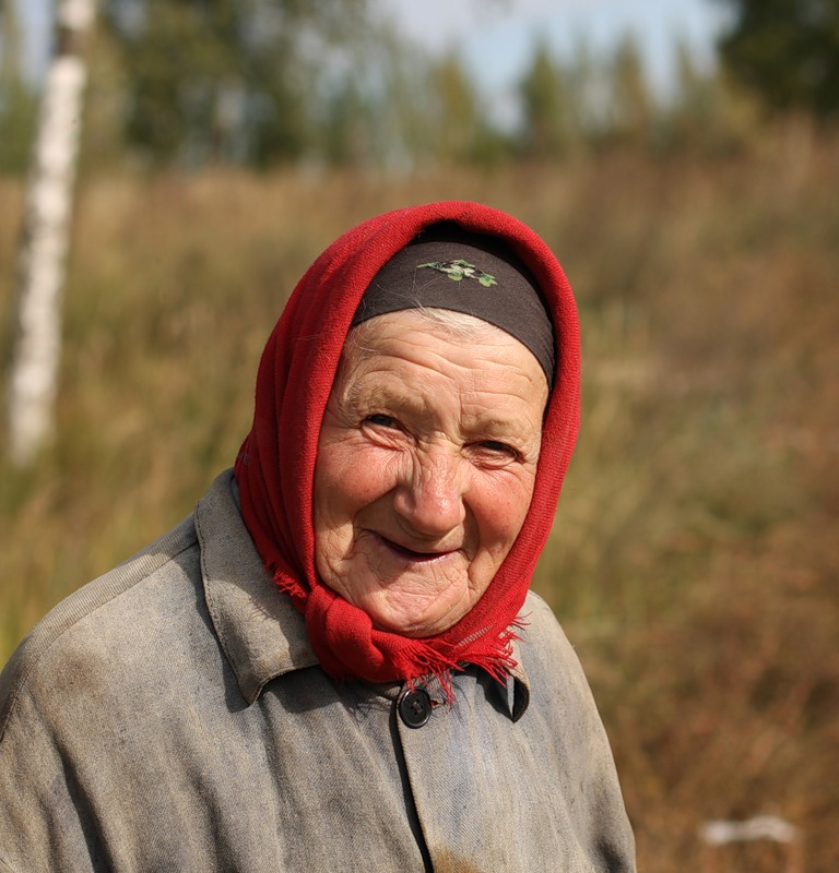русские пожилые женщины в деревне школе нас