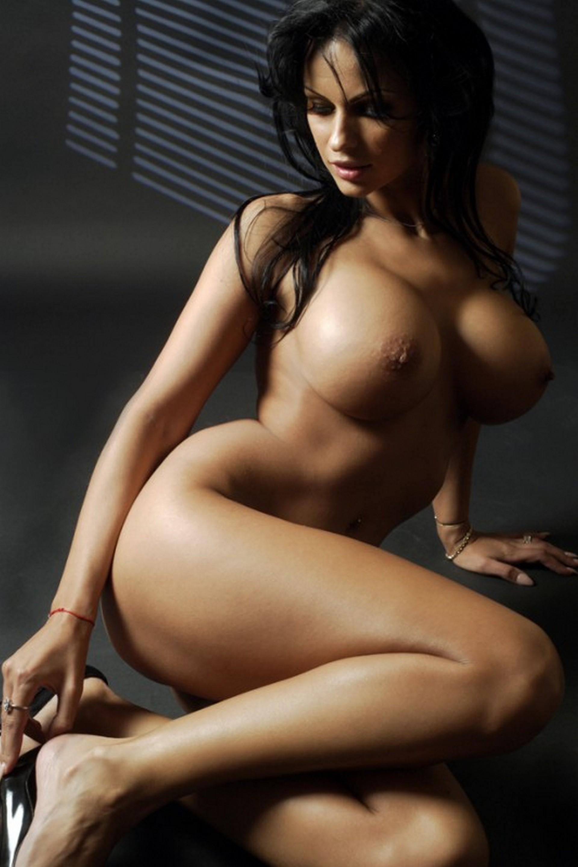 Самые красивые девушки ню @ m1bar.com
