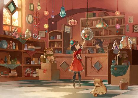 Фото Девочка смотрит на рыбку в аквариуме, висящем в небольшом магазинчике, за прилавком которого сидит мужчина, на полу сидит толстый кот