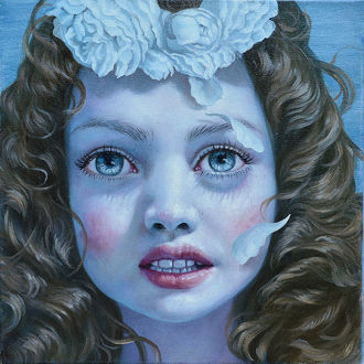 Фото Темноволосая девочка, с венком из белых роз на голове, by Jana Brike