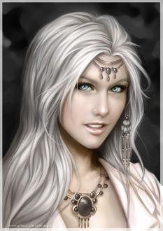 Фото Красивая белокурая девушка с голубыми глазами с улыбкой на губах и с украшениями / by omupied/