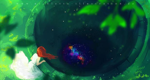 Фото Девушка смотрит в колодец, внутри которого космос