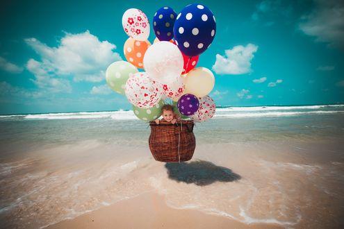 Фото Мальчик летит в корзине на воздушных шариках, фотограф Юлия Турчанинова
