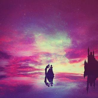 Фото Принц с Золушкой / Cinderella стоят на фоне замка