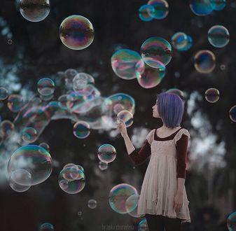Фото Девушка пускает мыльные пузыри, фотограф Анка Журавлева