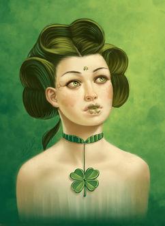 Фото Девушка с зелеными волосами с рисунками на лице и украшением на шее с клевером, by thienbao