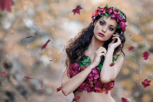 Фото Девушка в костюме из алых цветов, фотограф Alessandro Di Cicco