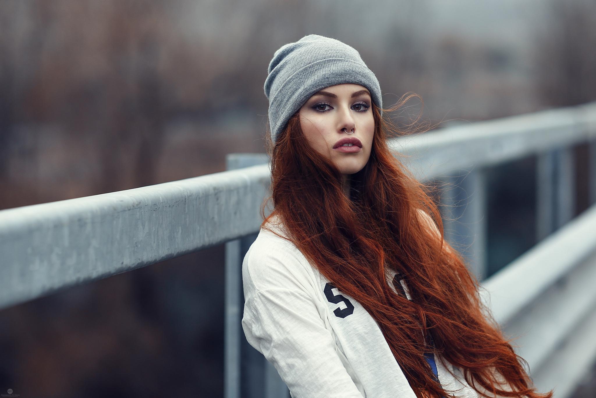 Рыжие девушки в шапках фото