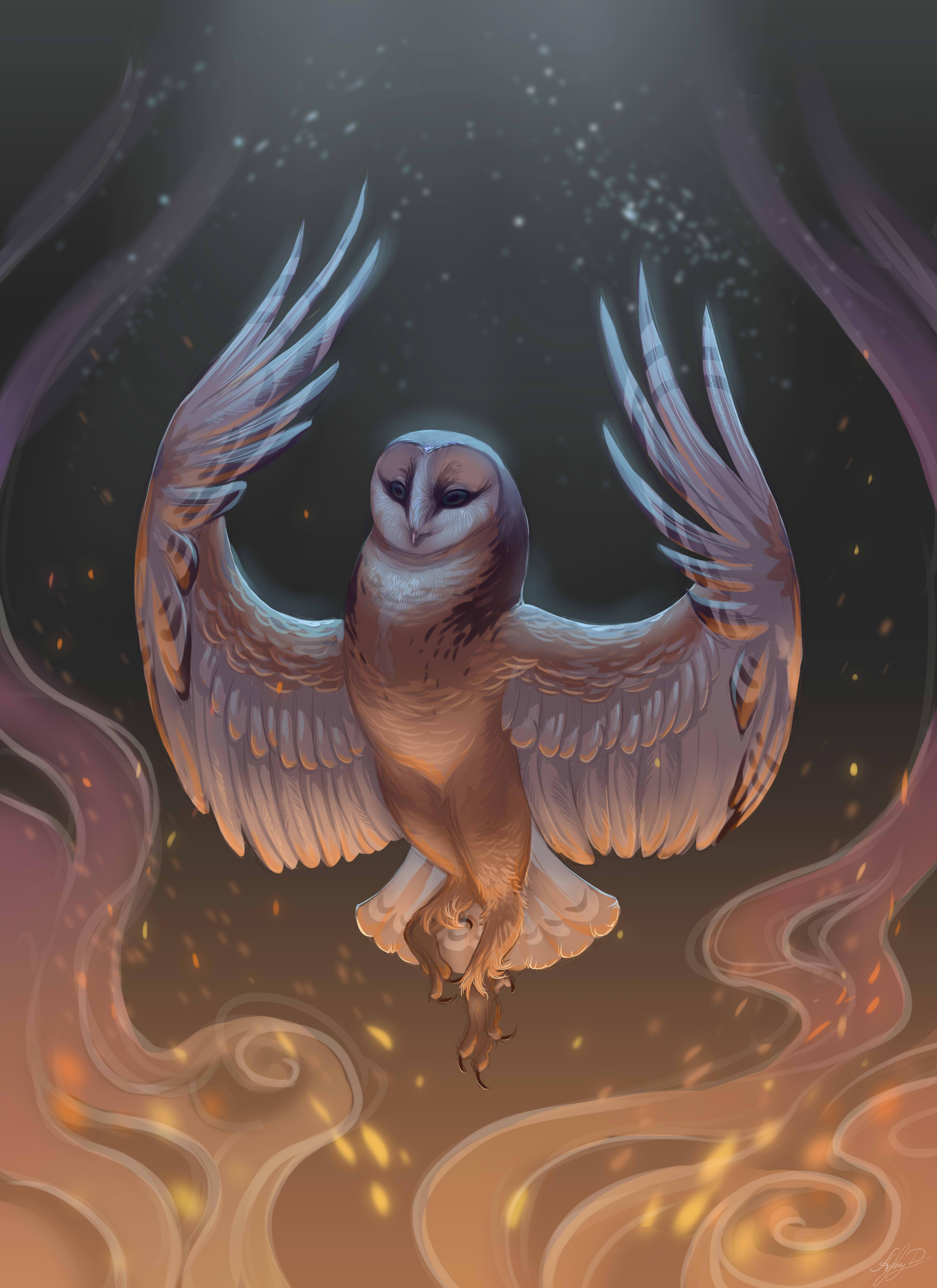 Фото Фантастическая сова с поднятыми крыльями