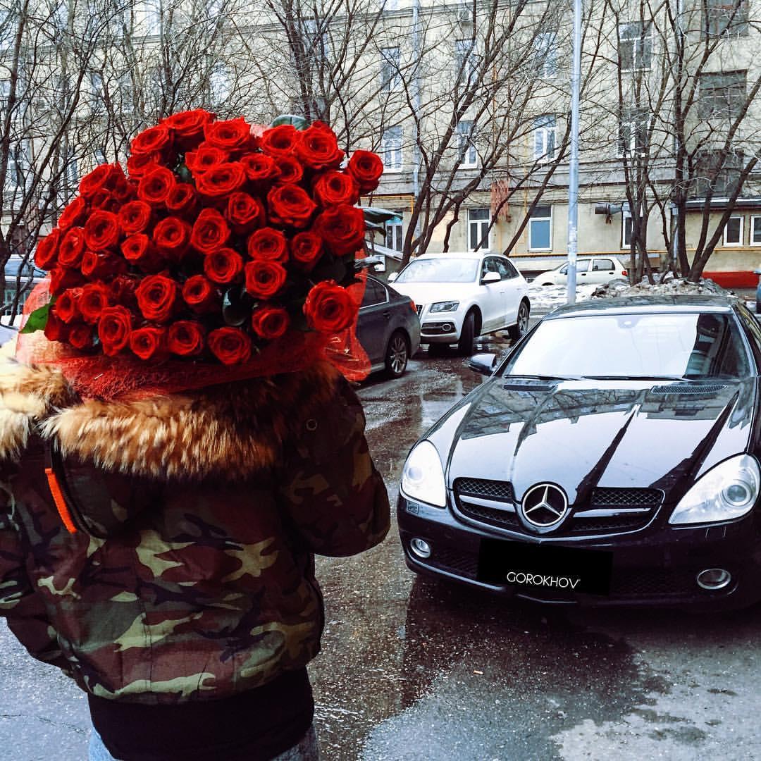 Фото Парень с огромным букетом красных роз, фотограф Иван Горохов