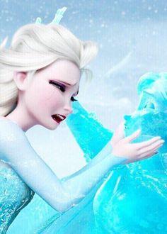 Фото Эльза / Elza плачет над сестрой Анной / Anna, которая превратилась в лед, мультфильм Холодное сердце / Frozen