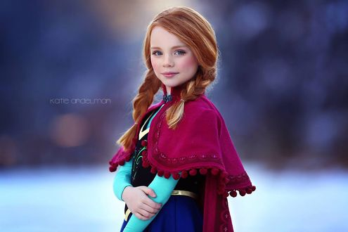 Фото Рыжеволоая девочка с двумя косичками, косплей на Анну / Anna, мультфильм Холодное сердце / Frozen, by Katie Andelman