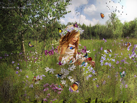 Фото Девочка в венке сидит на поляне в окружении цветов и бабочек
