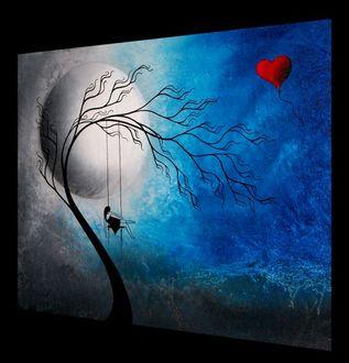 Фото Девушка сидит на качелях, привязанных к ветвям дерева, на фоне огромного аквариума, в котором плавают непонятный шар и воздушный шарик в форме сердечка